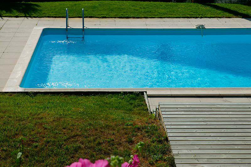 Instalaci n de piscinas en barcelona disimpool for Piscina olesa de montserrat